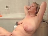 Dicke Frauen im Badezimmer