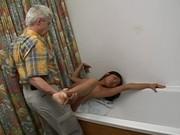 Opa treibt es mit einer koreanischen Studentin
