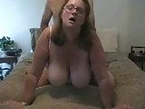 Er liebt die dicken Titten seiner Frau