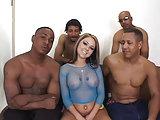 Julia's Gangbang mit 4 Schwarzen