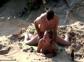Strandsex von einem Voyeur gefilmt