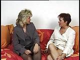 Zwei deutsche Hausfrauen teilen sich den Ehemann