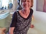Deutsche Oma mit kleinen Titten hart genagelt