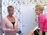 Zwei ältere Damen und ein Student