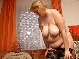 Mollige Mama mit dickem Arsch
