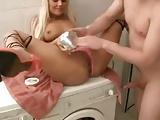 Ficken und Fisten auf der Waschmaschine
