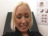 Frauenarzt fickt Mandy Mystery