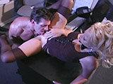 Blondine verführt ihren Chef