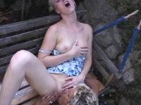 Blondes Luder verführt den Gärtner