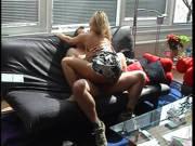 Geiler Couchfick mit Blondine