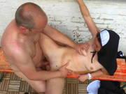 Deutsche Nonne bekommt einen geilen Fick im Freien