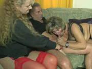 Bea Dumas ist bei einem älteren Ehepaar zu Besuch