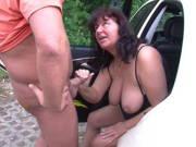 Fahrgast will seine mollige Taxifahrerin bumsen