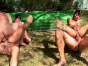 Outdoor Orgie mit viel Arschfick