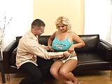 Blondine mit geilen Rundungen