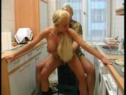 Deutscher Küchenfick mit Blondine
