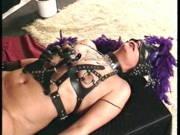 Fetisch-Paar fickt in einem Vintage Video