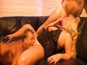 Mollige deutsche Milf-Blondine bumst mit mehreren Männern