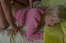 Blondes Teen weckt ihren Freund für einen Analfick